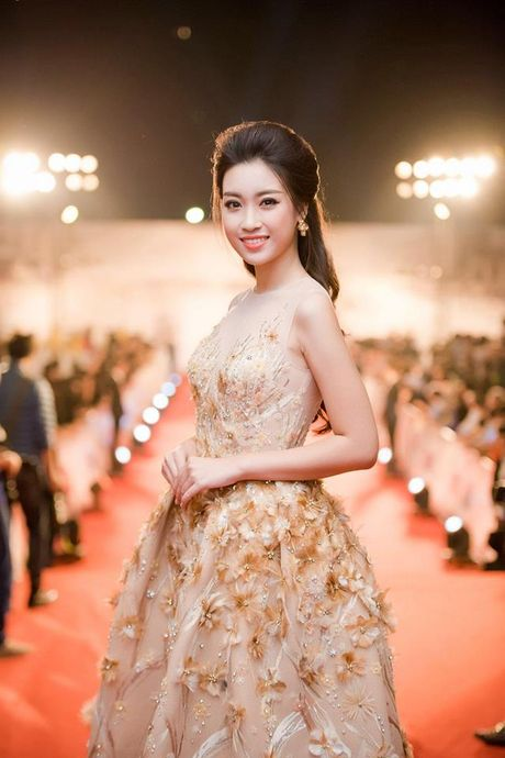 Hoa hau Do My Linh lien tuc khoe vong eo con kien goi cam - Anh 6