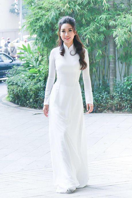 Hoa hau Do My Linh lien tuc khoe vong eo con kien goi cam - Anh 7
