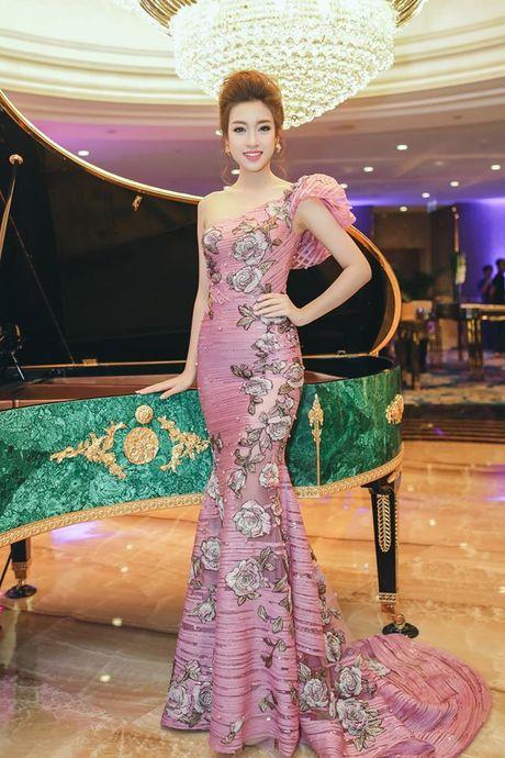 Hoa hau Do My Linh lien tuc khoe vong eo con kien goi cam - Anh 8