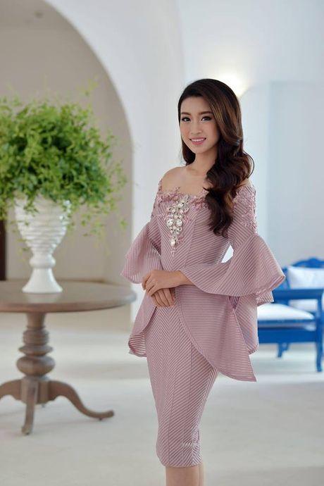Hoa hau Do My Linh lien tuc khoe vong eo con kien goi cam - Anh 9