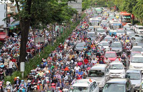 Xay cau vuot giam un tac khu vuc san bay Tan Son Nhat - Anh 1