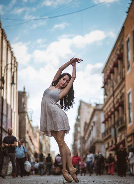 Ballet tren duong pho Mexico - thong diep gui Trump - Anh 13