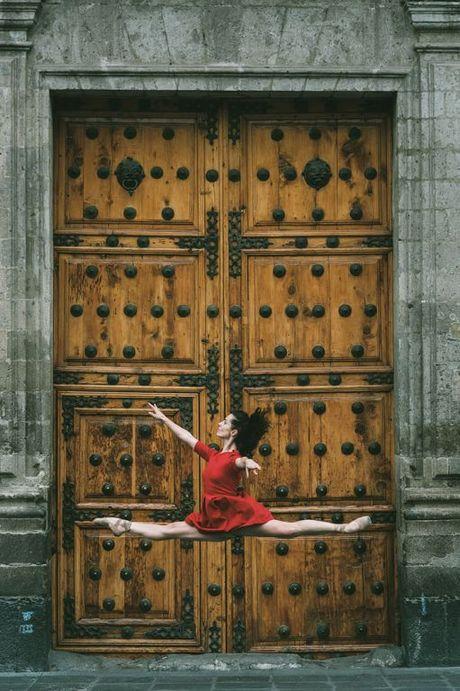 Ballet tren duong pho Mexico - thong diep gui Trump - Anh 3