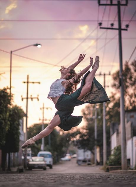 Ballet tren duong pho Mexico - thong diep gui Trump - Anh 4