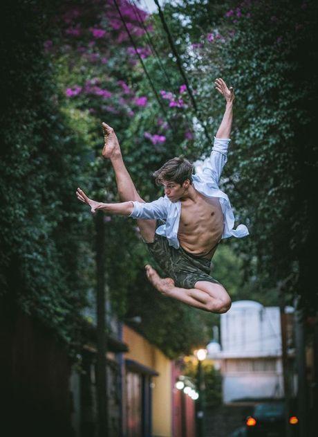 Ballet tren duong pho Mexico - thong diep gui Trump - Anh 5