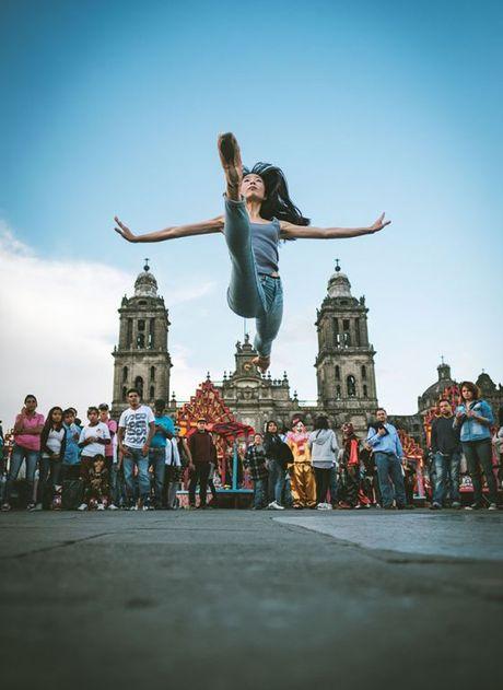 Ballet tren duong pho Mexico - thong diep gui Trump - Anh 8