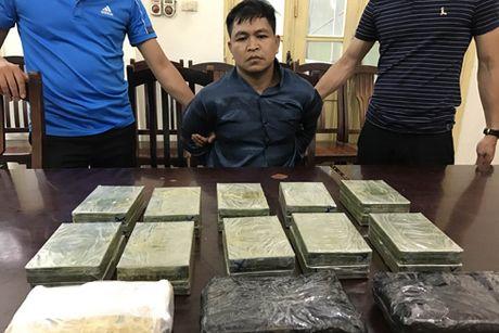 CAQ Nam Tu Liem kham pha nhanh duong day buon ban ma tuy, thu giu 40 banh heroin - Anh 1