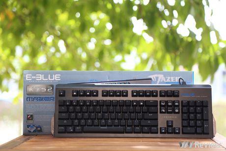 Tren tay phim co E-Blue K752: nhieu hieu ung anh sang bat mat - Anh 1
