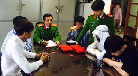 Bi cong an trieu tap vi lam clip gia IS quang bom, Nguyen Thanh Nam tran an fan - Anh 1