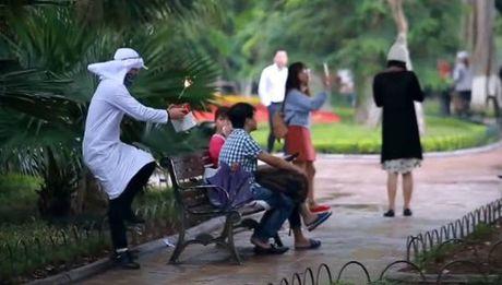 Bi cong an trieu tap vi lam clip gia IS quang bom, Nguyen Thanh Nam tran an fan - Anh 2