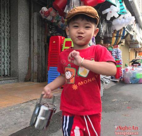 Hai huoc clip cau be 'khoc khi nghe giong Nghe' hot tren cong dong mang - Anh 3
