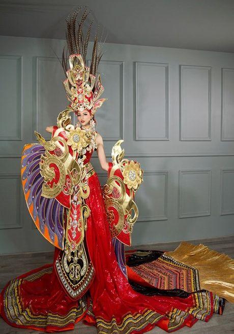 Chiem nguong bo quoc phuc 45kg cua Kha Trang tai Hoa hau Sieu quoc gia - Anh 2