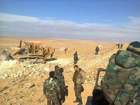 Quan doi Syria dap tan cuoc tan cong quy mo lon cua IS - Anh 1