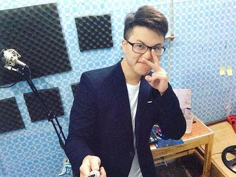 He lo hinh anh luc chua chuyen gioi cua chang trai dang gay sot cua 'Sing My Song' - Anh 14