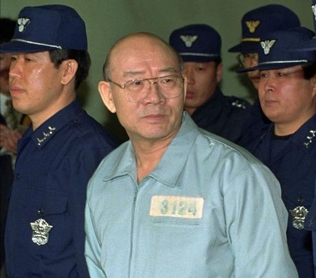 Nhung tong thong Han Quoc 'ha canh' trong be boi - Anh 3