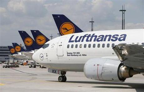 Lufthansa doi mat voi lan song phi cong dinh cong doi tang luong - Anh 1