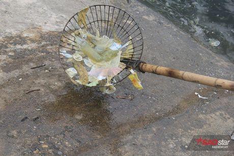Sau 3 gio xu ly, mat ho Linh Dam van day bao cao su va rac - Anh 11