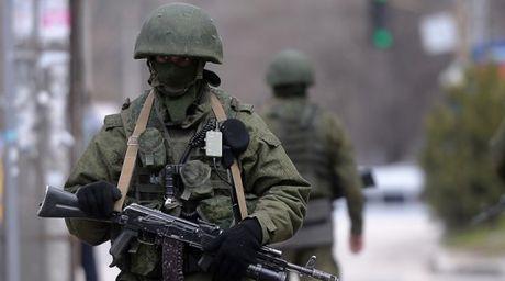 Matxcova 'nong mat' vi Ukraina bat coc quan nhan Nga - Anh 1