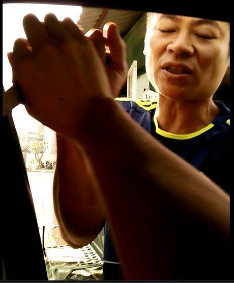 Dung dao 'thu' tien trong xe - Anh 2