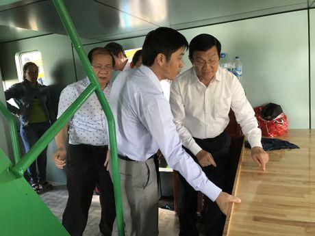 Nguyen Chu tich nuoc Truong Tan Sang du le ban giao tau vo thep cho ngu dan - Anh 2