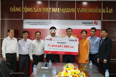 Nguoi trung so 71 ti dong que o Quang Ngai - Anh 1