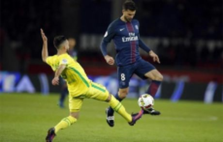 Nice giu khoang cach voi Monaco va Paris Saint-Germain - Anh 1