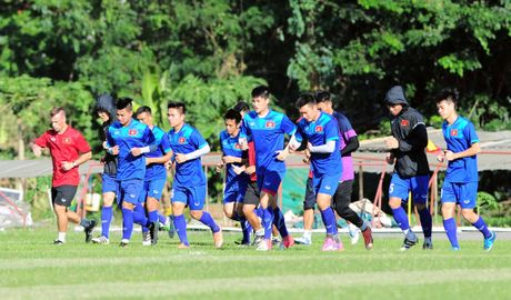 Tuyen Viet Nam tap duoi nang bong rat de dau Malaysia - Anh 1
