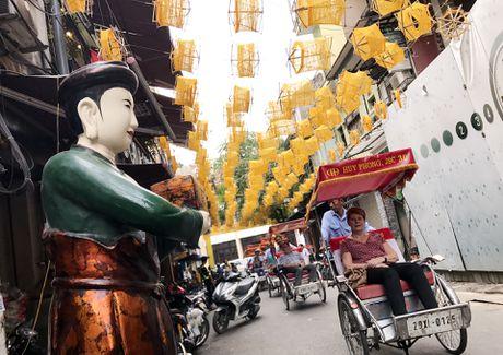 Nghin guong quay to vang tren pho di bo Ha Noi - Anh 8