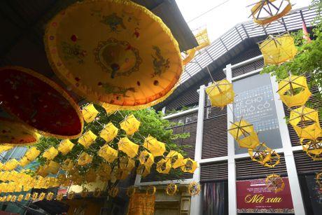 Nghin guong quay to vang tren pho di bo Ha Noi - Anh 9