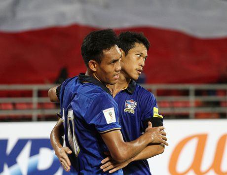 Thai Lan 0-0 Singapore (H1): Tuyen Thai thi dau be tac - Anh 12