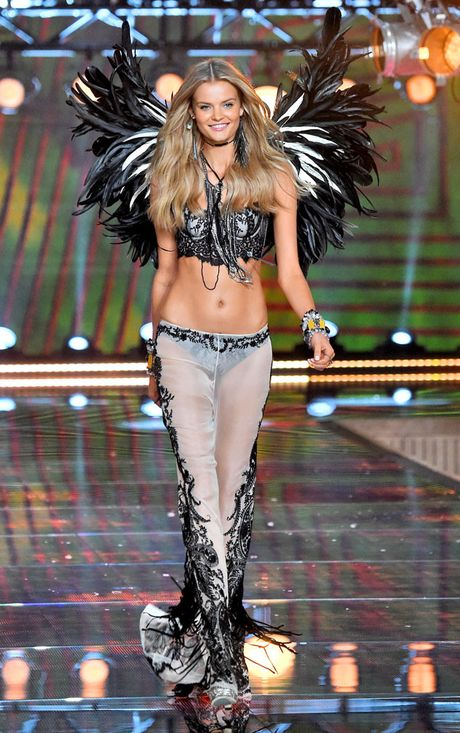 12 thien than vang mat o Victoria's Secret Show 2016 - Anh 12