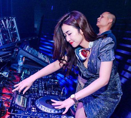 Bi mat phia sau nghe danh cua nu DJ goi cam nhat Viet Nam - Anh 2