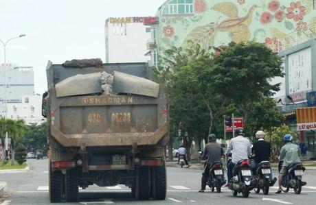 Xe coi thung, co ngon vo tu chay xuyen TP Da Nang - Anh 4