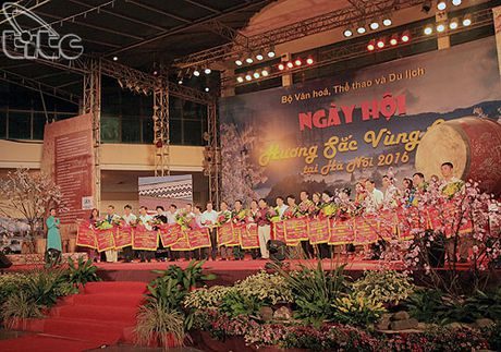 Khai mac Ngay hoi Huong sac vung cao tai Ha Noi - Anh 2