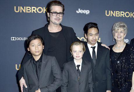 Me ruot Pax Thien CHINH THUC len tieng ve tin don 'doi lai con' khi Angelina Jolie va Brad Pitt chia tay - Anh 4