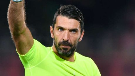 De cu doi hinh hay nhat nam cua UEFA: Ramos dung dau hang phong ngu - Anh 13