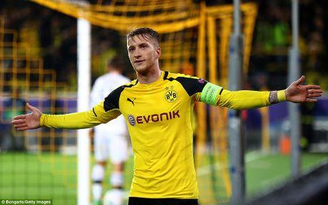 Reus lap hat-trick, Dortmund nguoc dong thang tran 'sieu ky luc' - Anh 1