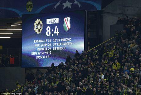 Reus lap hat-trick, Dortmund nguoc dong thang tran 'sieu ky luc' - Anh 2