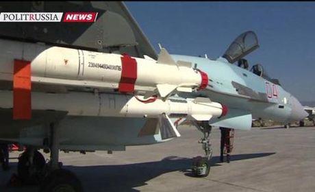Phi doi Su-35S bay thang tu nha may den Syria - Anh 1