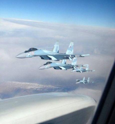 Phi doi Su-35S bay thang tu nha may den Syria - Anh 2