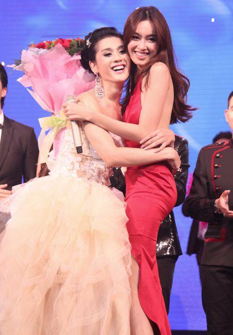 Huong Giang Idol, Lam Chi Khanh 'khoc thet' vi my nhan chuyen gioi Nong Poy - Anh 2