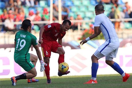 Clip Xuan Truong kien tao, Trong Hoang 'xe luoi' Malaysia - Anh 1