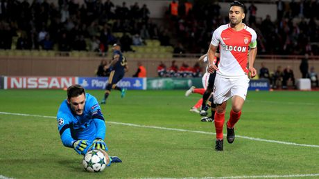 Falcao hong 11m, Monaco van xuat sac gianh ve di tiep - Anh 1