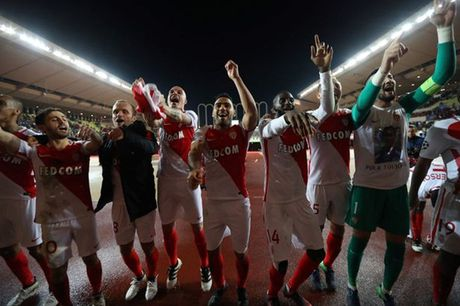 Falcao hong 11m, Monaco van xuat sac gianh ve di tiep - Anh 2