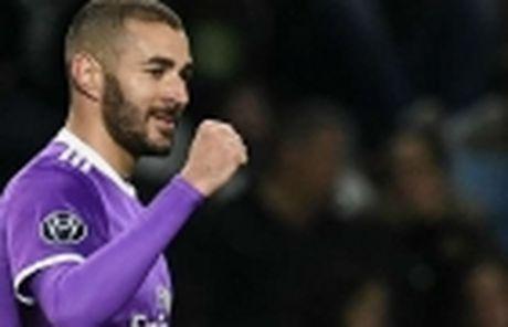 Sao tre Juventus tiep tuc lap ky luc tai Champions League - Anh 3