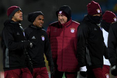 Thay tro Ancelotti trum 'kin mit' trong buoi tap tren dat Nga - Anh 2