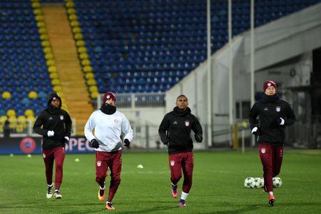Thay tro Ancelotti trum 'kin mit' trong buoi tap tren dat Nga - Anh 8