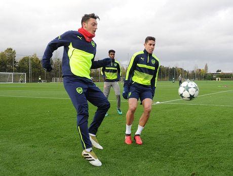 Chum anh: Nguoi thua Debuchy tro lai, Arsenal quyet chien PSG - Anh 10