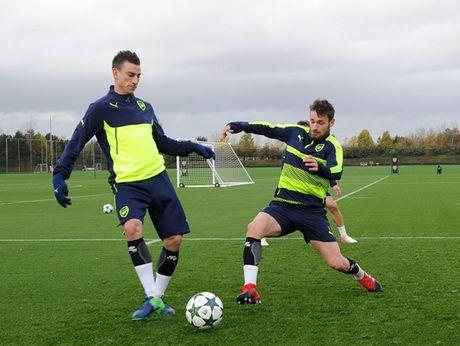 Chum anh: Nguoi thua Debuchy tro lai, Arsenal quyet chien PSG - Anh 8