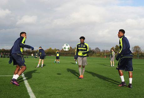 Chum anh: Nguoi thua Debuchy tro lai, Arsenal quyet chien PSG - Anh 9
